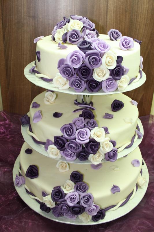 Hochzeitstorte rechteckig mit rosa Rosen